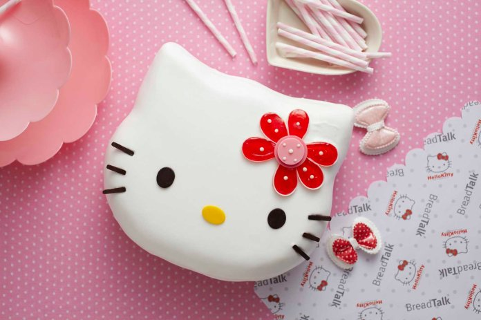 material-world-breadtalk-hello-kitty-whole-cake