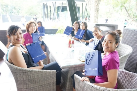 Happy participants with their Maybelline goodie bags!