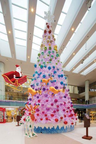 Marina Square AR Winter Wonderland - 10m Christmas Tree with AR Santa and sleigh!