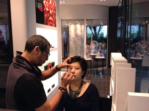 Celebrity makeup artist Julio Sandino applying my eyeshadow.