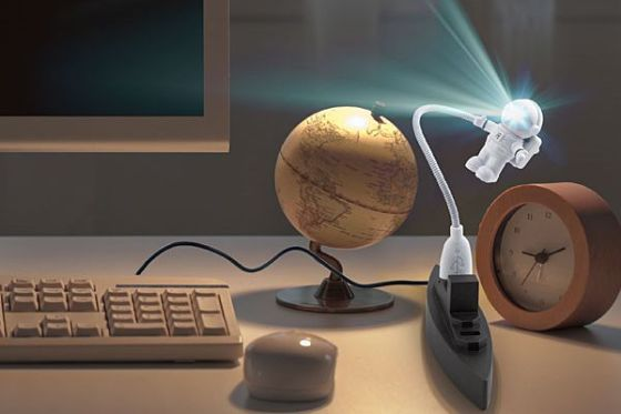 astronaut usb light featured