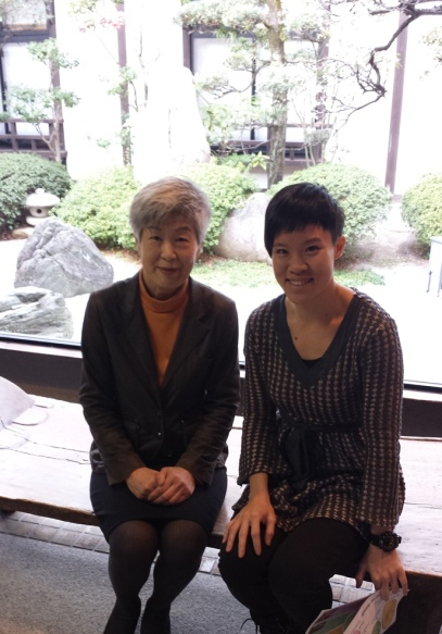 With Keiko Kato, head hostess of Hagi no Yado Tomoe at Hagi City