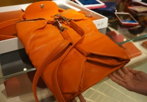 You can fold the Le Pilage Cuir just like how you would with the Le Pilage nylon.