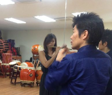 Kano-san showing me the basics of playing the shinobue. It's definitely harder than it looks!